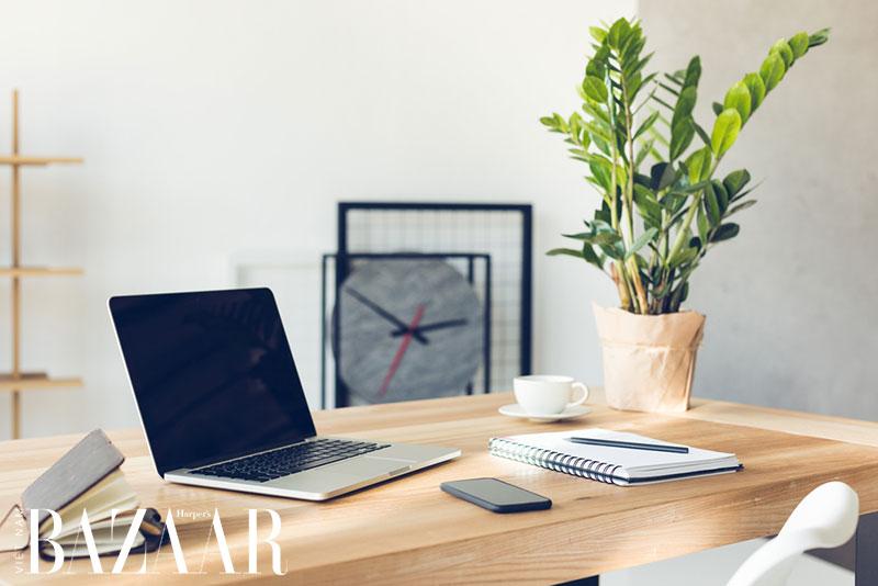 6 mỹ phẩm giúp chống ánh sáng xanh cho da khi dùng laptop 1