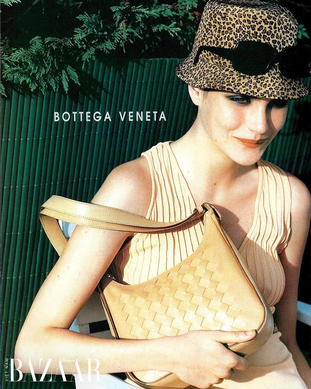 Kiểu đan da thuộc Intrecciato trên ảnh quảng cáo Bottega Veneta