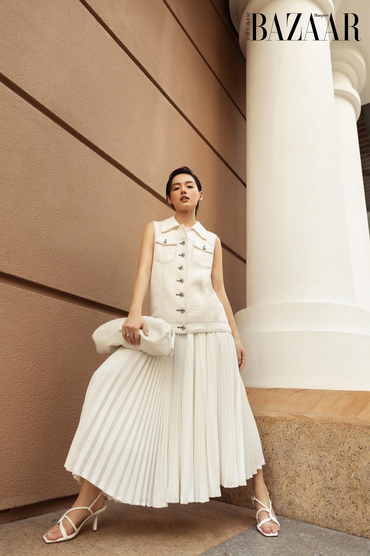 Cách phối đồ màu trắng như Khánh Linh