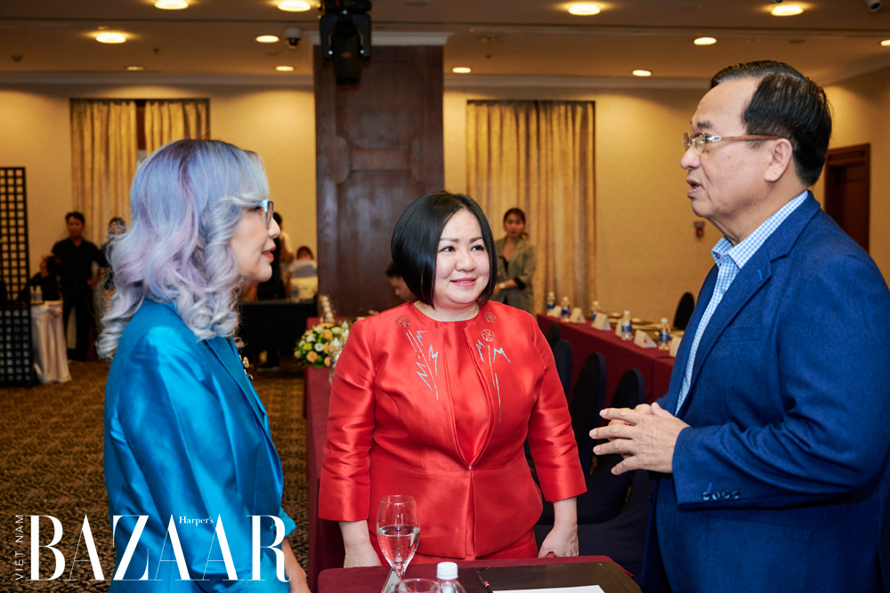 Anh Vũ Đức Giang – Chủ tịch Hiệp hội dệt may Việt Nam, CEO Trang Lê của Multimedia, chị Trần Nguyễn Thiên Hương – Tổng biên tập tạp chí Harper's Bazaar Việt Nam