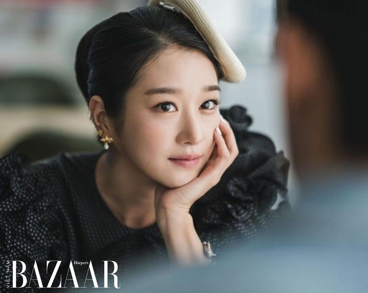 Nữ trang vàng của Seo Ye Ji: Bông tai hình con ong