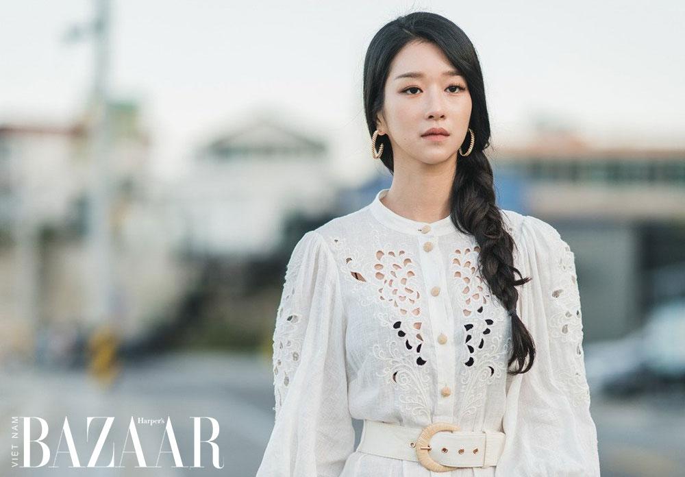 Nữ trang vàng của Seo Ye Ji: Hoa tai Clash de Cartier