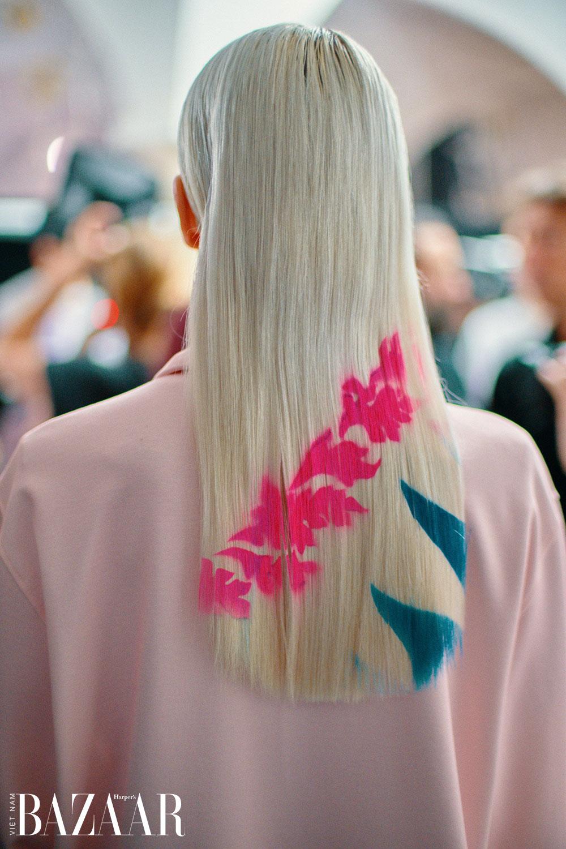 Cardi B đưa xu hướng logomania lên tầm cao mới với mái tóc xăm logo LV 1