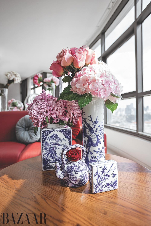 """Ngôi nhà đầy hoa của """"người đàn bà nhung lụa"""" Hà Linh Thư"""