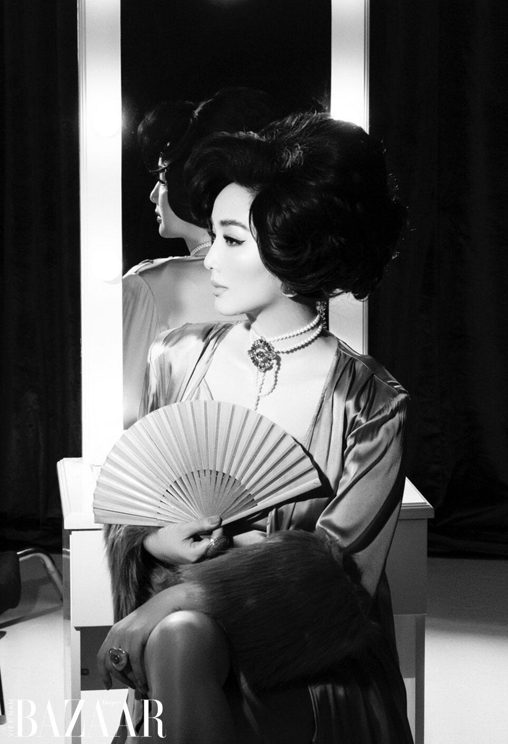 Hoa hậu đền Hùng Giáng My hoá mỹ nhân ảnh lịch với ngọc trai và áo lông thú