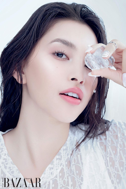 Năm bước makeup trong trẻo như Hoa hậu Tiểu Vy 2