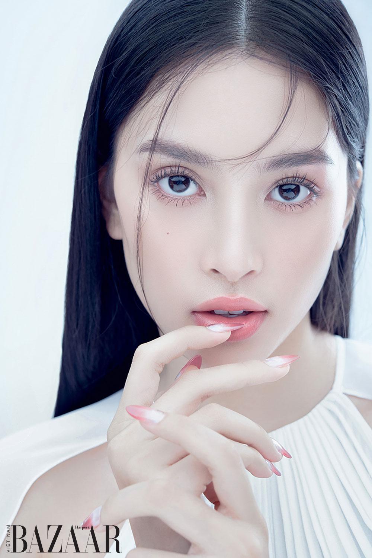 Năm bước makeup trong trẻo như Hoa hậu Tiểu Vy 1