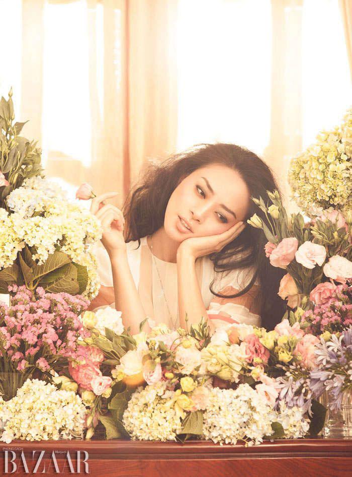 Cách chụp ảnh selfie đẹp với hoa