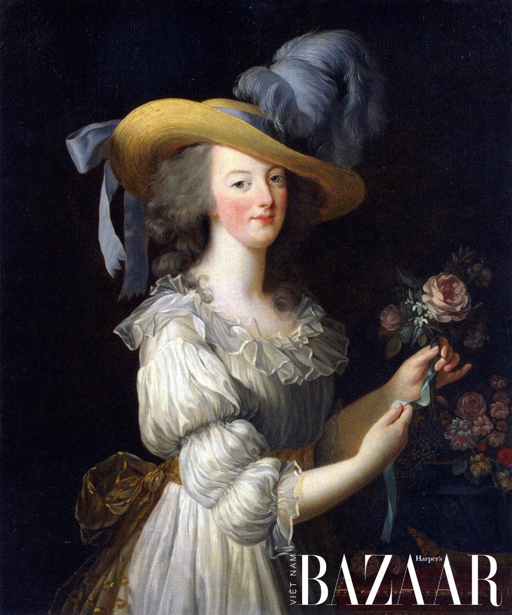 Marie Antoinette một tay hủy nền công nghiệp tơ lụa Pháp vì chiếc áo Chemise à la Reine