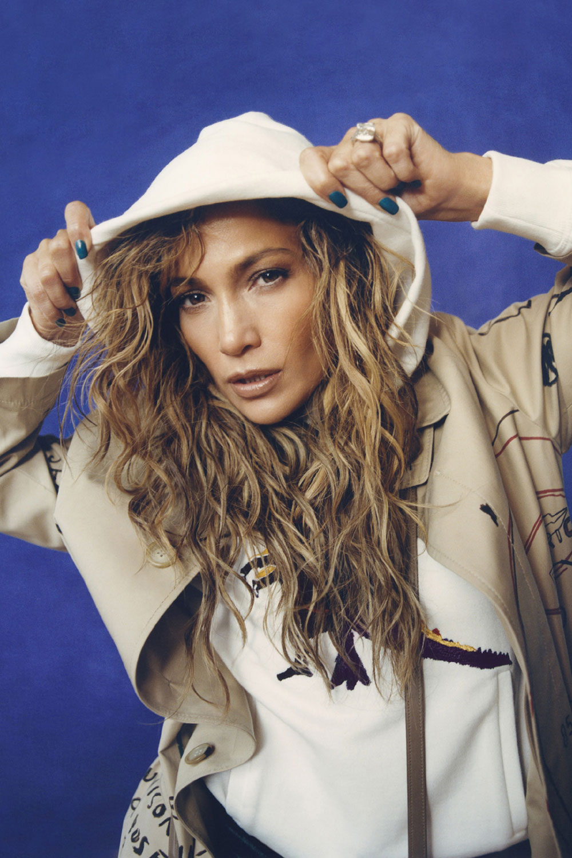 Jennifer Lopez mang tinh thần hip hop vào bộ ảnh Coach x Jean Michel Basquiat