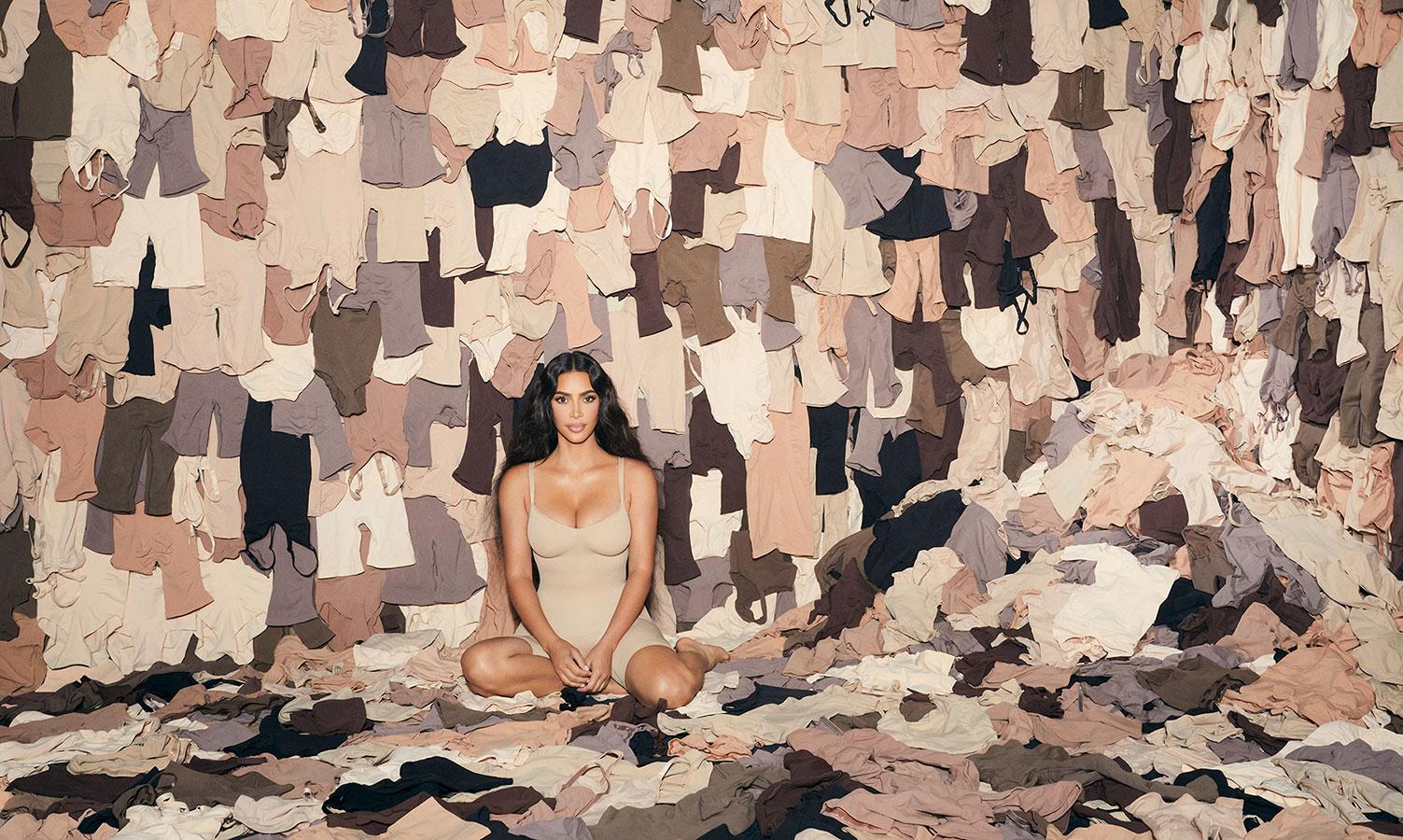 Chân thành như Kim Kardashian: Tự tay viết thư cảm ơn khách hàng SKIMS
