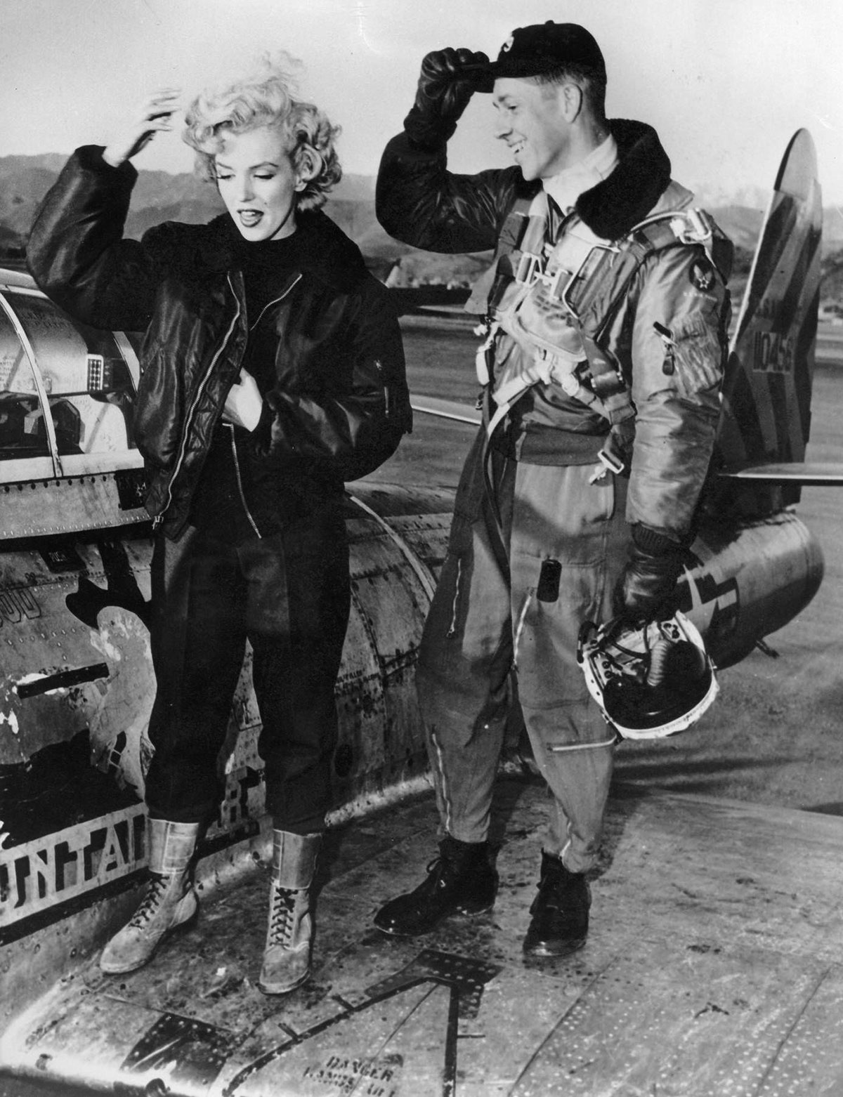 Lịch sử áo bomber – Marilyn Monroe, 1954