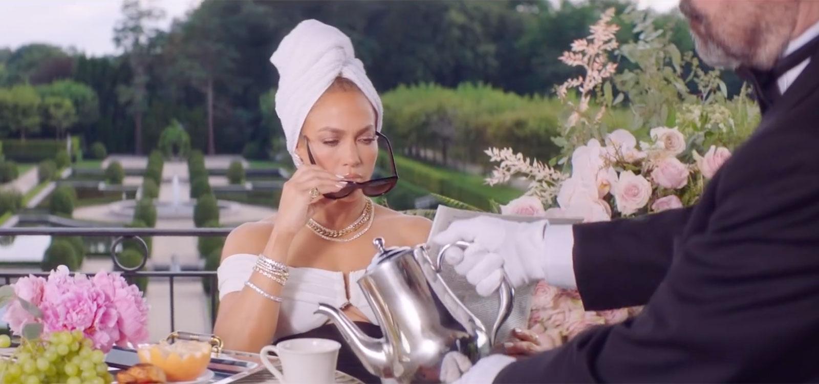 Những bộ cánh sang đẹp khác trong MV Pa Ti của Jennifer Lopez