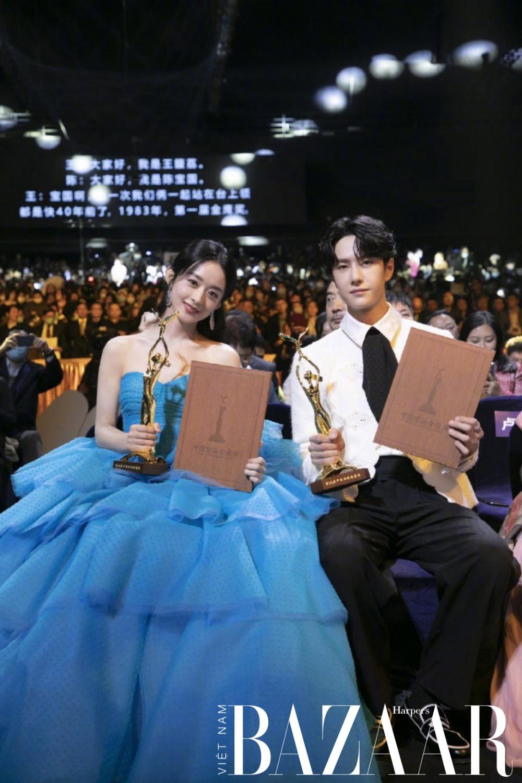 Triệu Lệ Dĩnh, Vương Nhất Bác chiếm trọn spotlight tại lễ trao giải Kim Ưng 2020