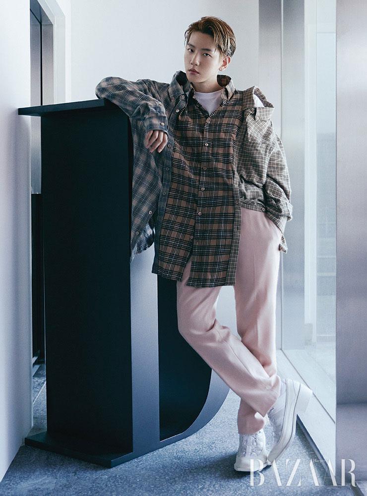 Baekhyun ăn mừng kỷ lục Million Seller với ảnh bìa Harper's Bazaar