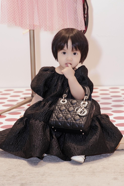Ngắm bộ sưu tập túi hiệu của con gái Đỗ Mạnh Cường