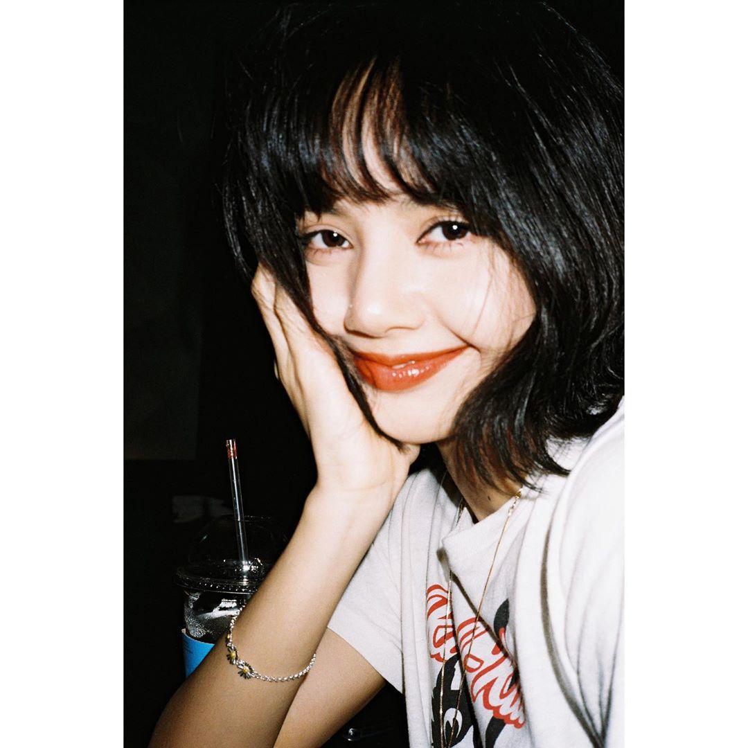 Cách tô son để có bờ môi căng mọng như Lisa Manoban 3