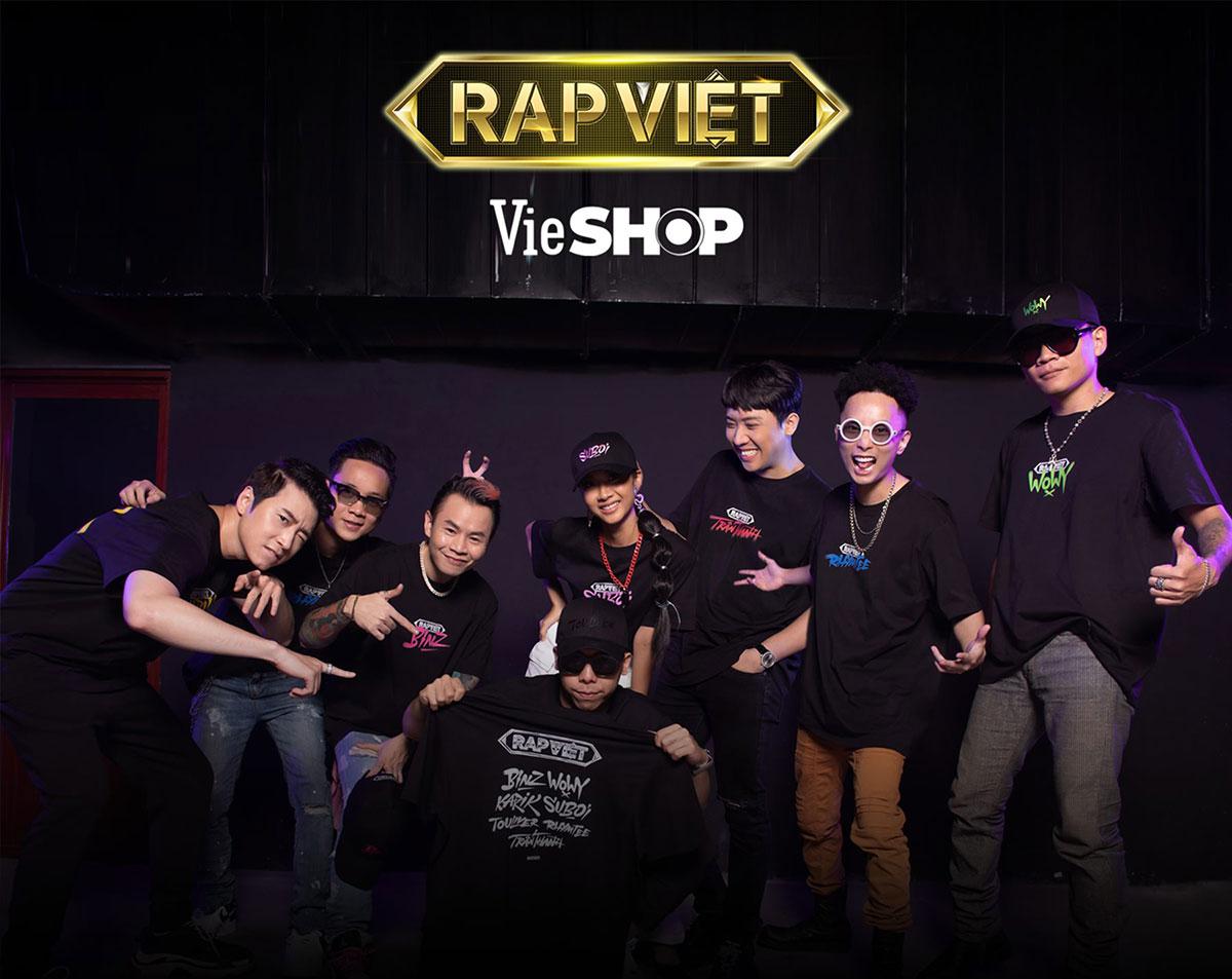 Bắt theo trào lưu, Rap Việt ra mắt bộ sưu tập áo mũ độc quyền