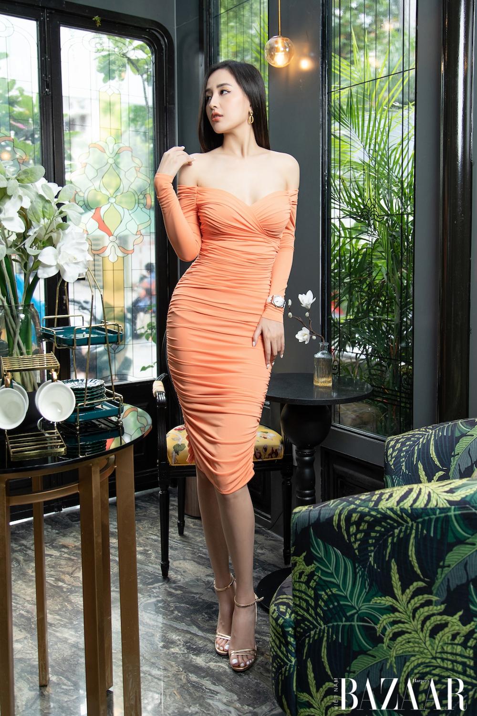 Khoe vóc dáng U30 như Mai Phương Thúy với trang phục sắc màu rực rỡ