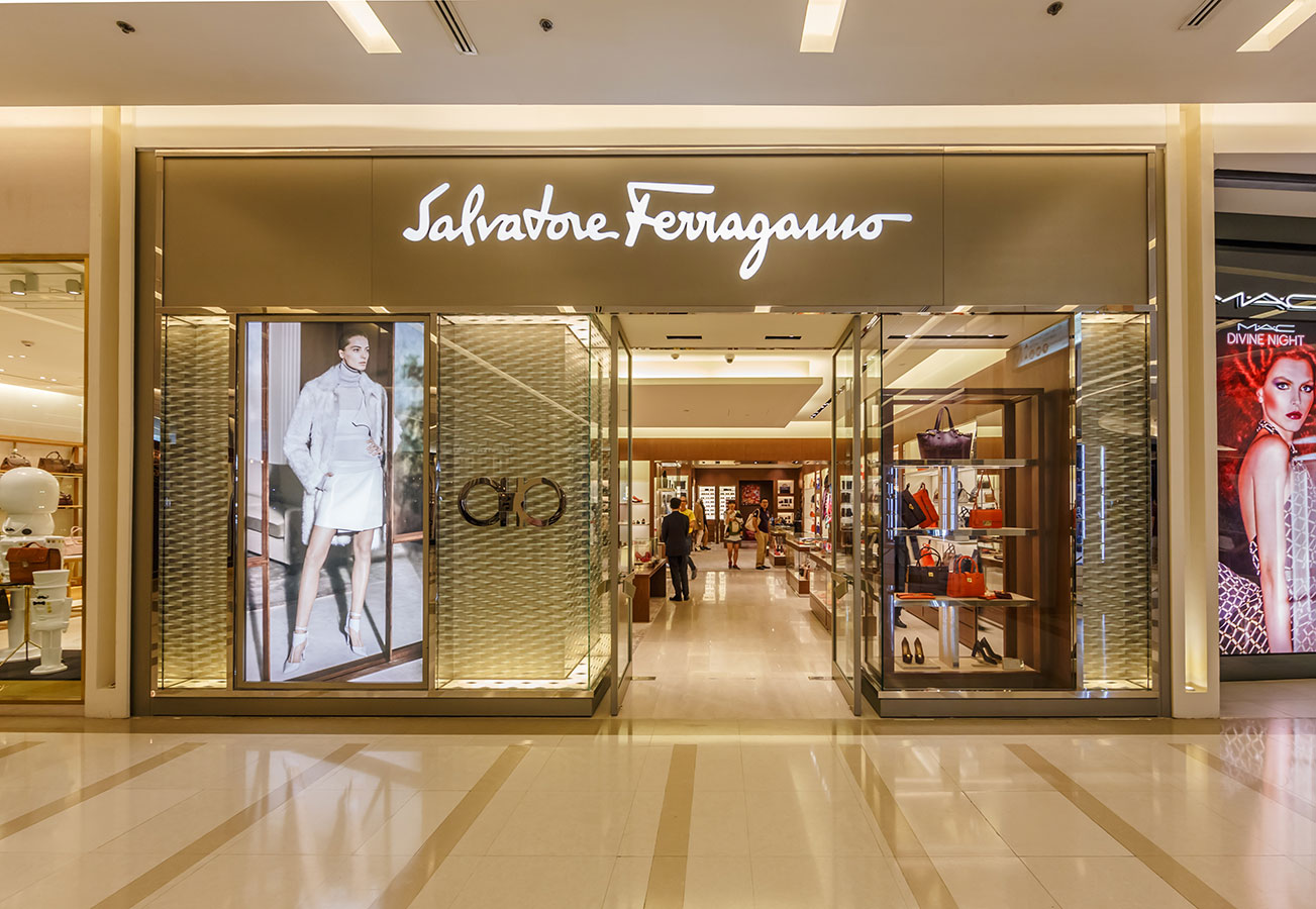 Cửa hàng Salvatore Ferragamo trong TTTM Siam Paragon ở Bangkok, Thái Lan