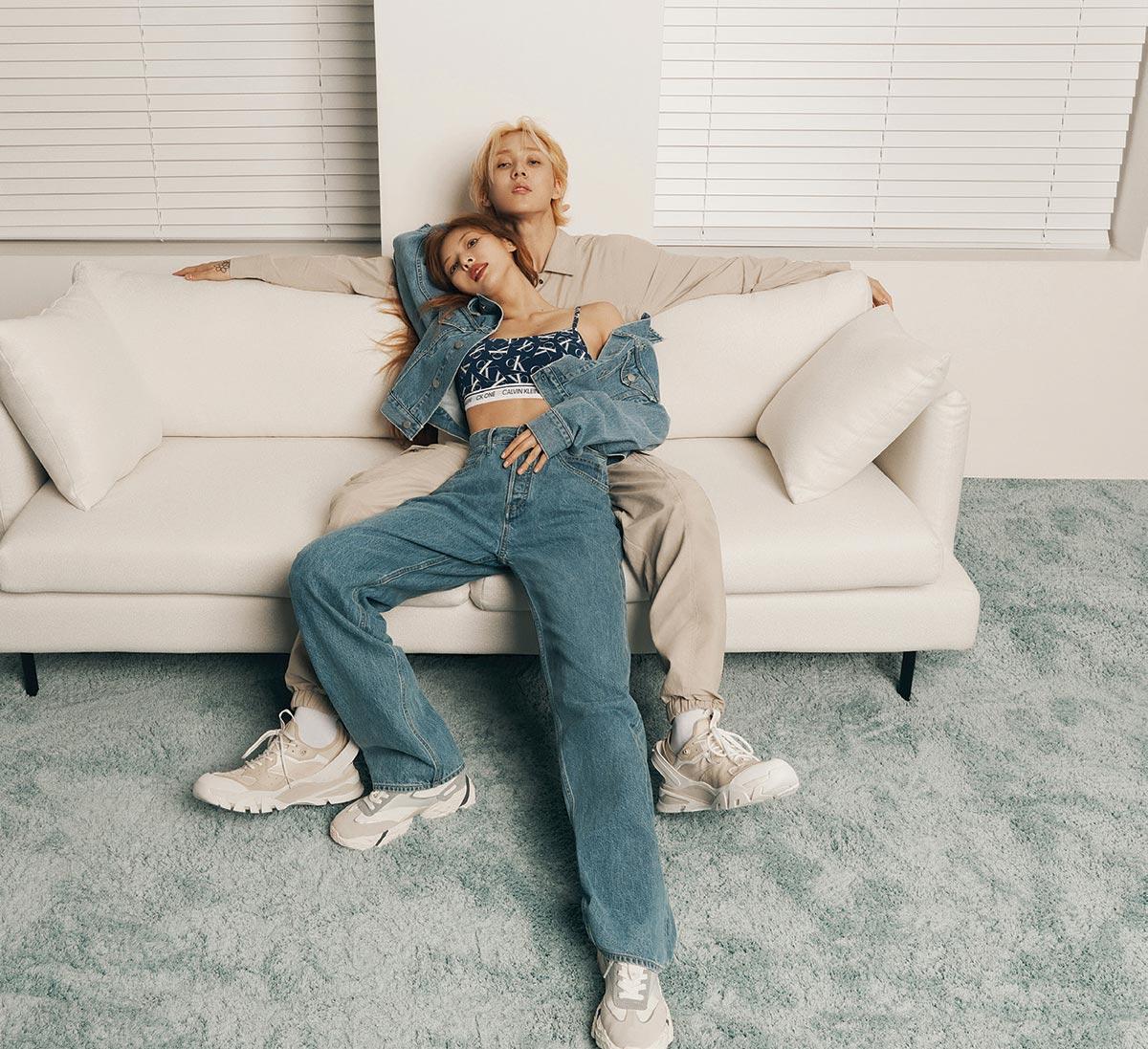 Dawn và HyunA tình tứ chụp quảng cáo nội y cho Calvin Klein
