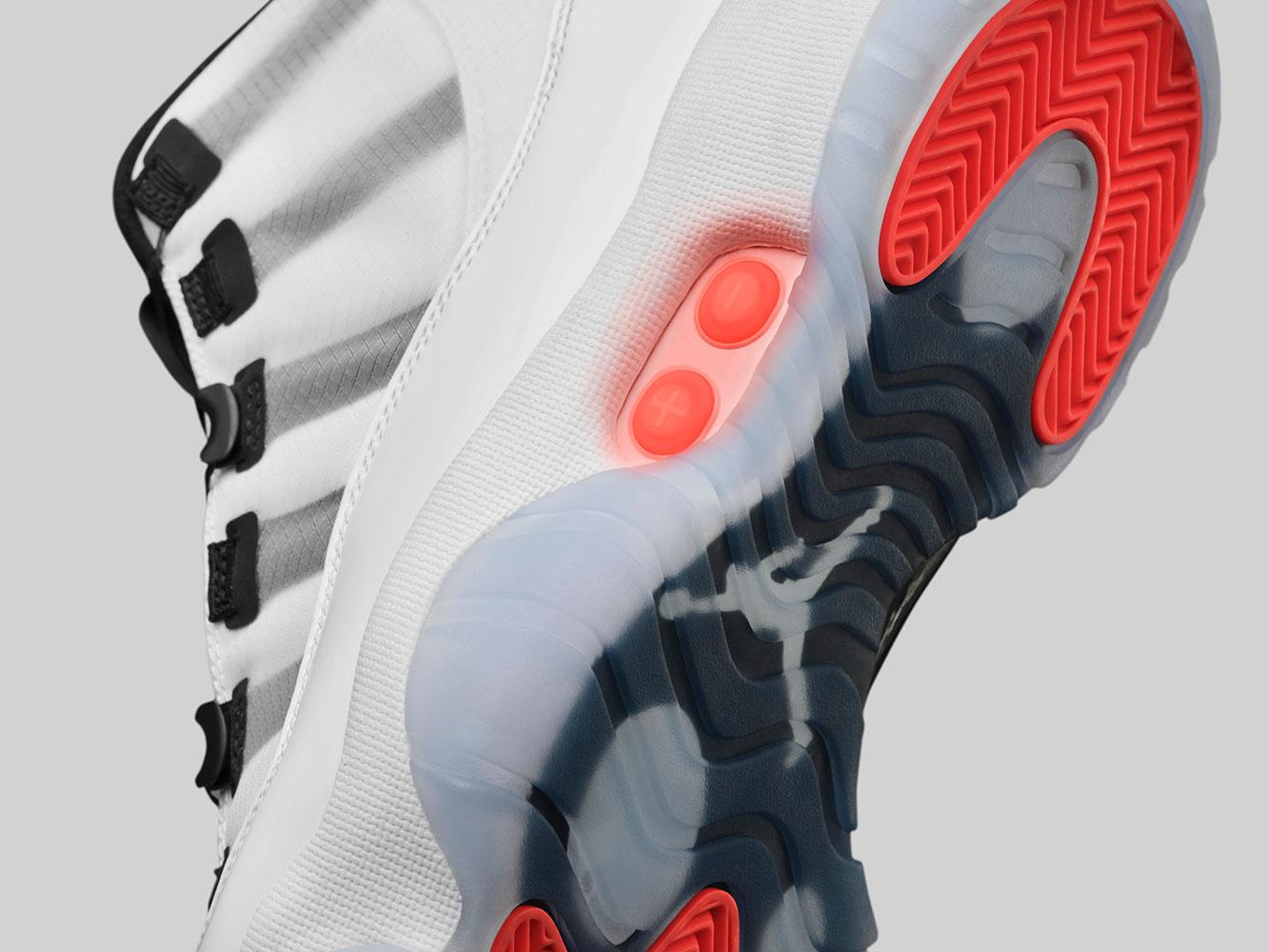 Giày thể thao Air Jordan 11 Adapt (trắng) có chế độ tự cột dây giày