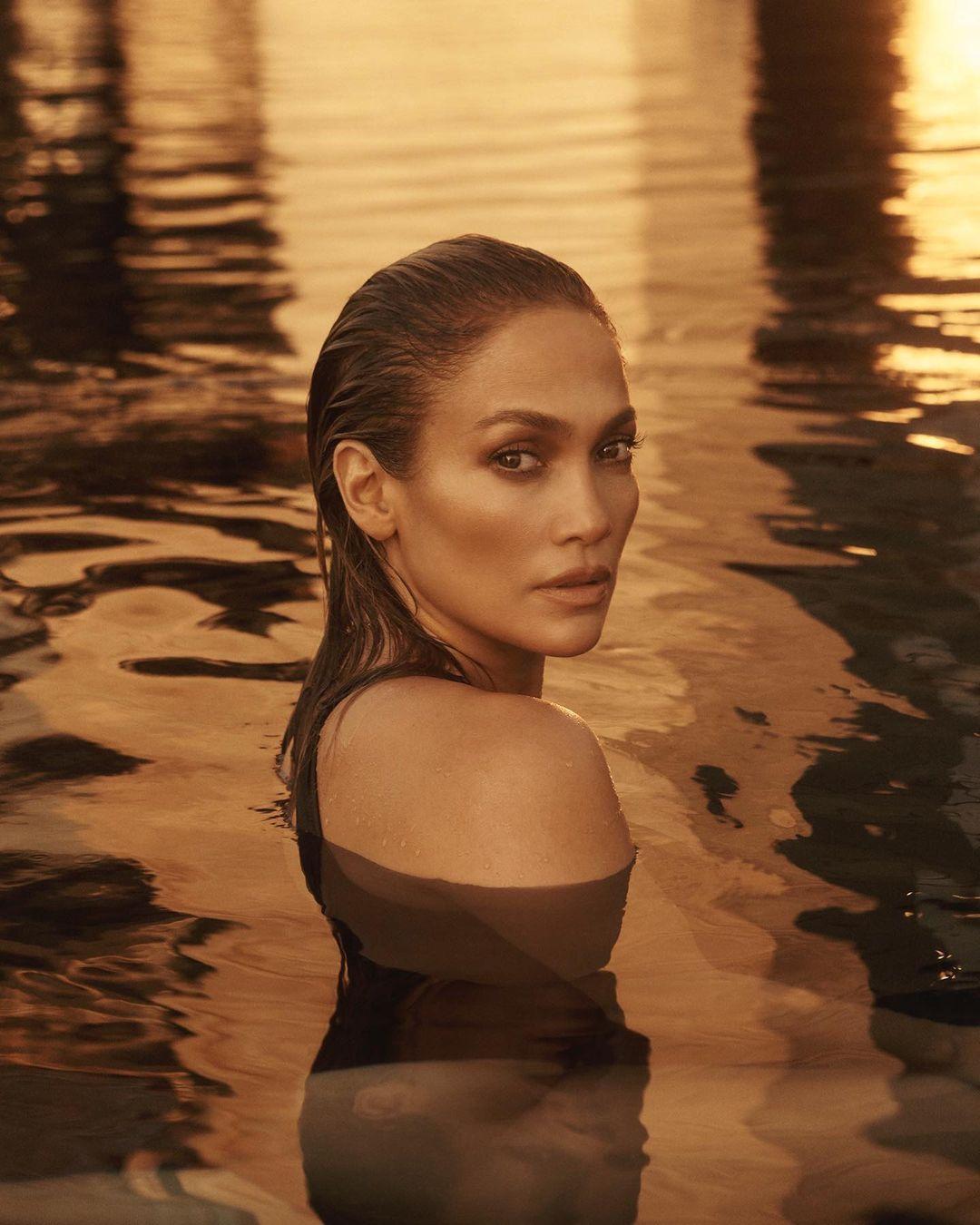 Jennifer Lopez khỏa thân toàn tập quảng bá ca khúc In the Morning 2