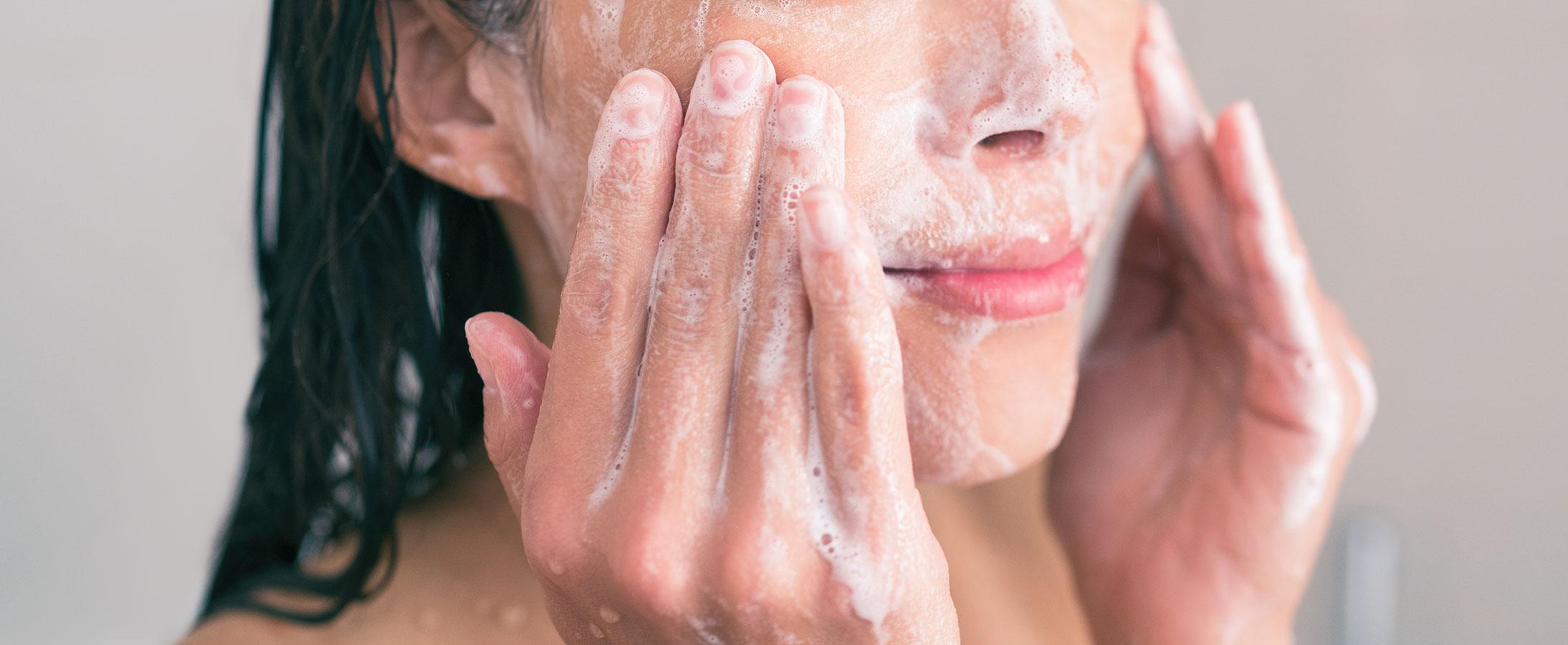 Bạn đã rửa mặt đúng cách chưa? 7 lỗi thường gặp khi rửa mặt