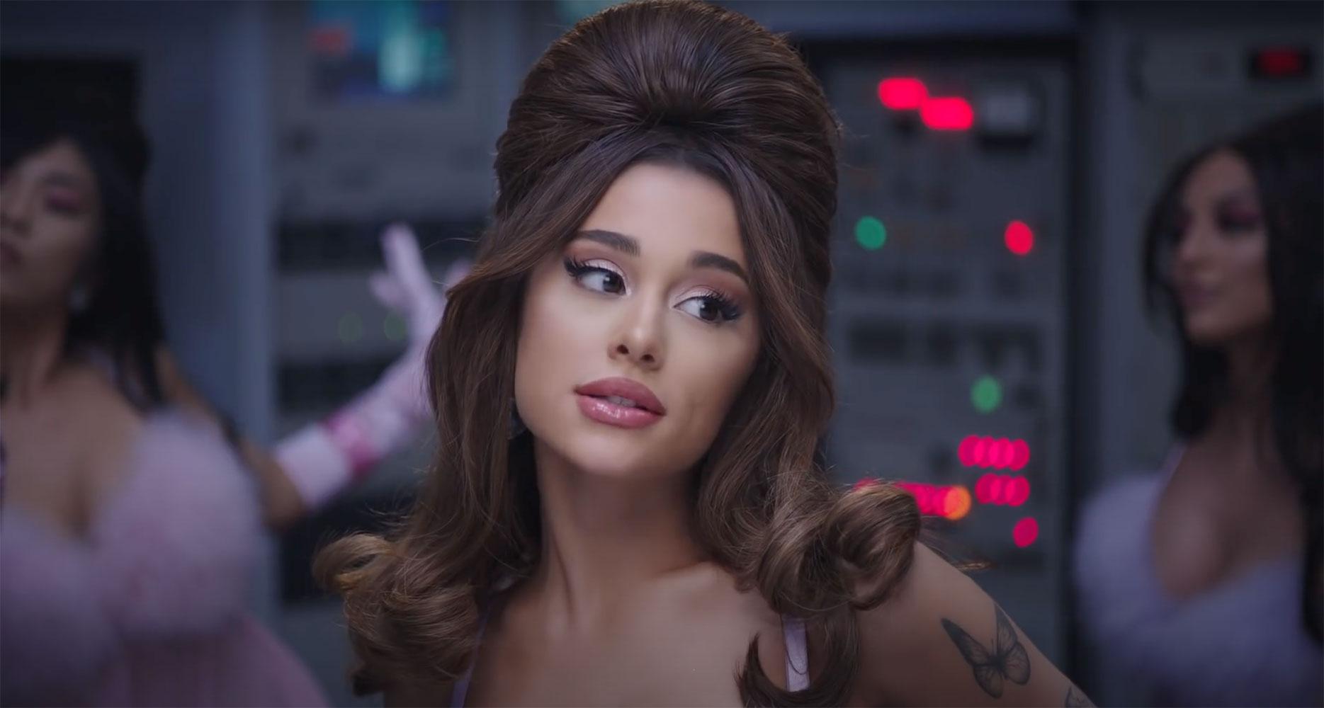Ariana Grande hóa thân thành nữ robot gợi cảm trong MV 34+35