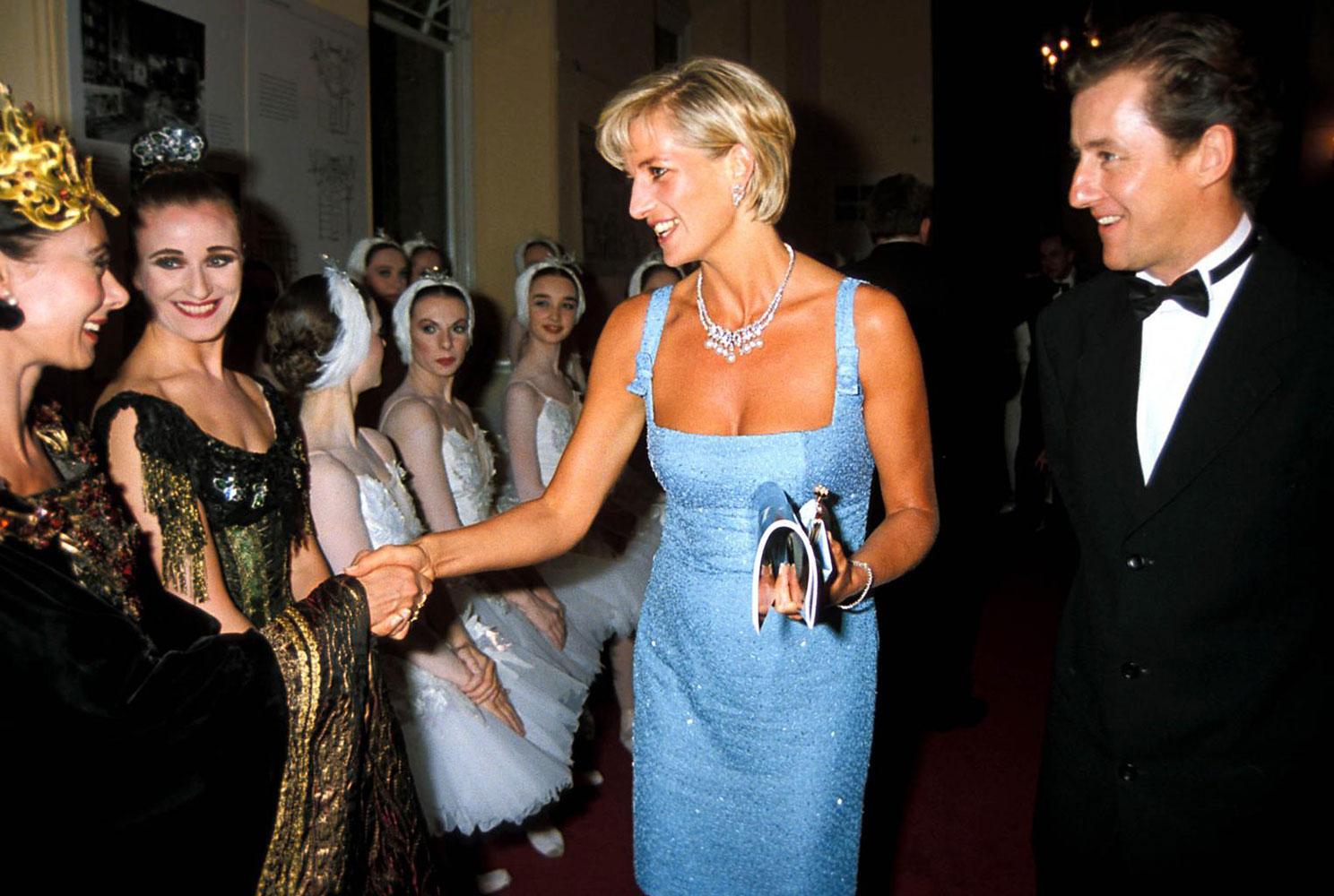 Món trang sức kinh điển của công nương Diana: Bộ vòng Swan Lake