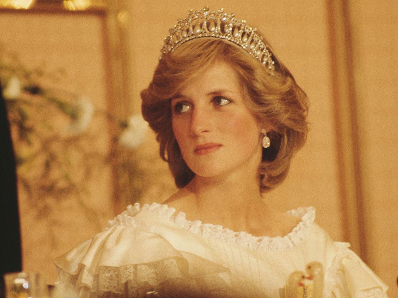 Món trang sức kinh điển của công nương Diana: Vương miện Lover's Knot