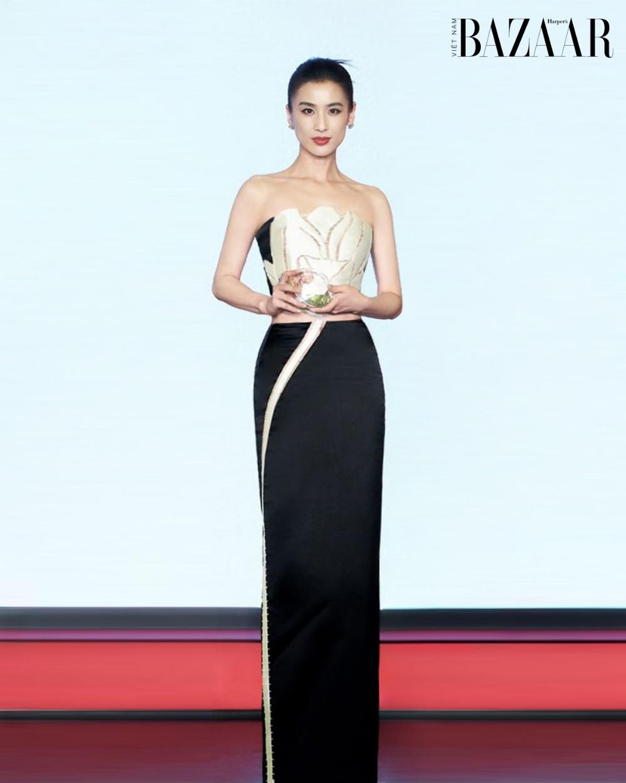 Ngôi sao Hoa ngữ Huỳnh Thánh Y diện đầm tulip của Trần Hùng lên thảm đỏ Bắc Kinh