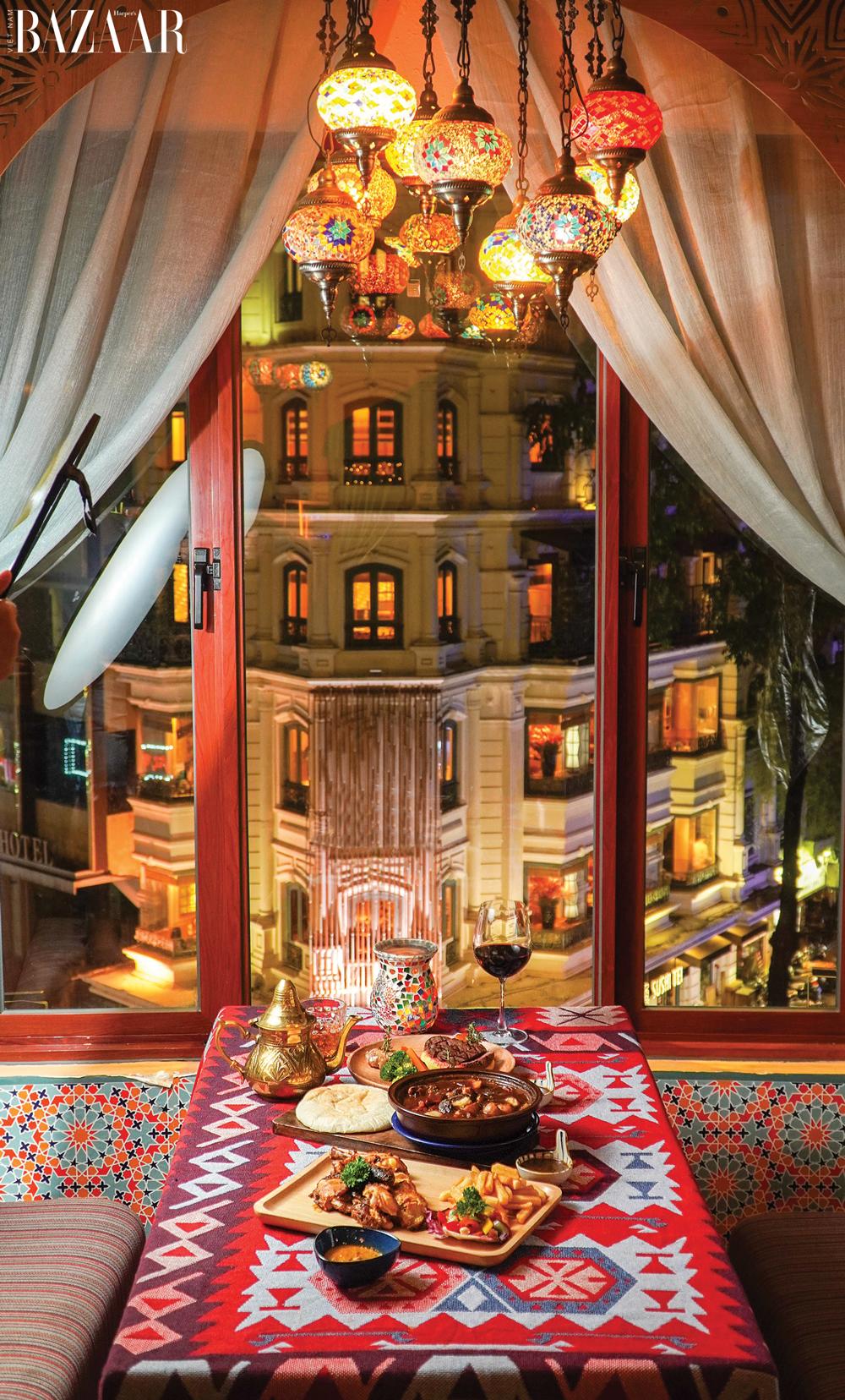 View ăn tối cực kỳ lãng mạn ở Amun Restaurant & Lounge