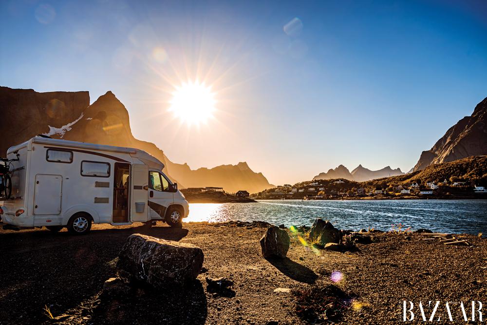 Du lịch caravan mang đến trải nghiệm sống độc đáo giữa thiên nhiên hoang sơ, hùng vĩ