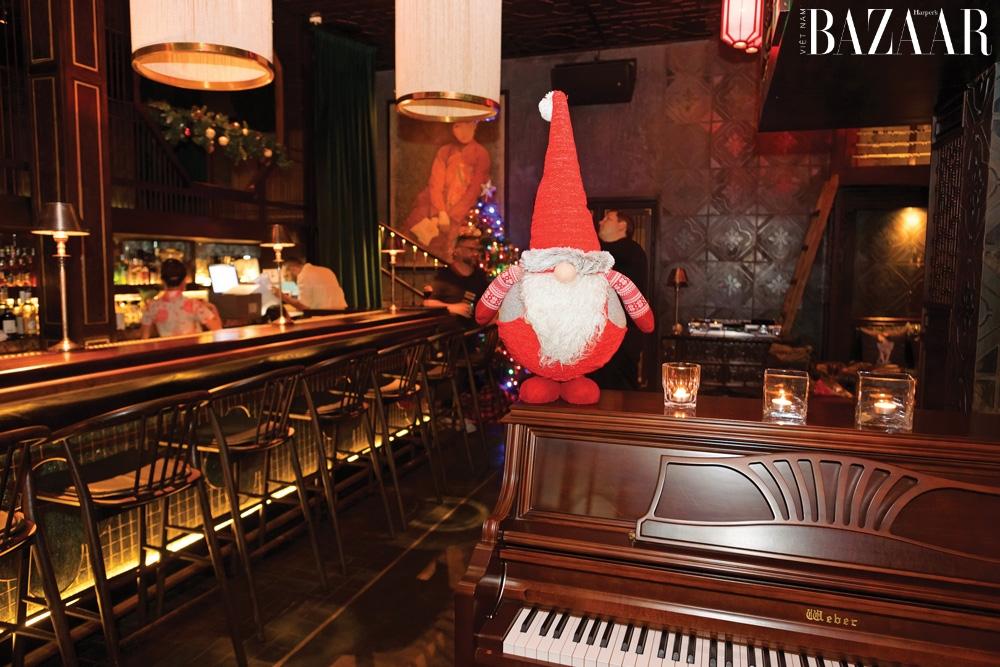 Du hành về Sài Gòn thuở vàng son ở quán bar Madam Kew