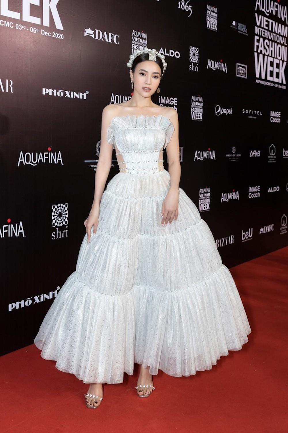Ninh Dương Lan Ngọc đạt giải Best Dressed khi chọn đầm Đỗ Long tại AVIFW 2020