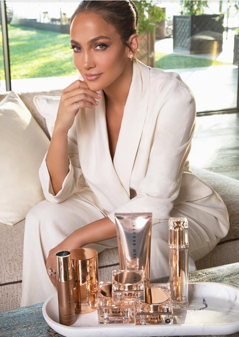 Jennifer Lopez chính thức tung mỹ phẩm JLo Beauty 1