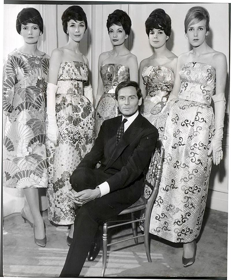 Nhà thiết kế bên các người mẫu mặc trang phục làm từ vải lụa Nhật. Ông cũng từng thiết kế một trang phục trong ngày cưới giữa Thái tử phi Michiko và Thái tử Nhật Akihito