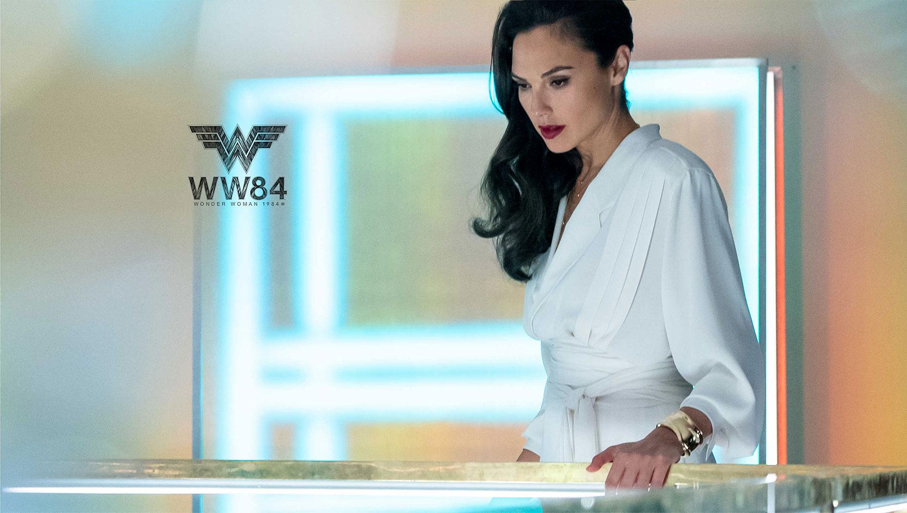 """""""Wonder Woman"""" Gal Gadot quyền lực trong vòng tay Bone Cuff của Tiffany & Co"""