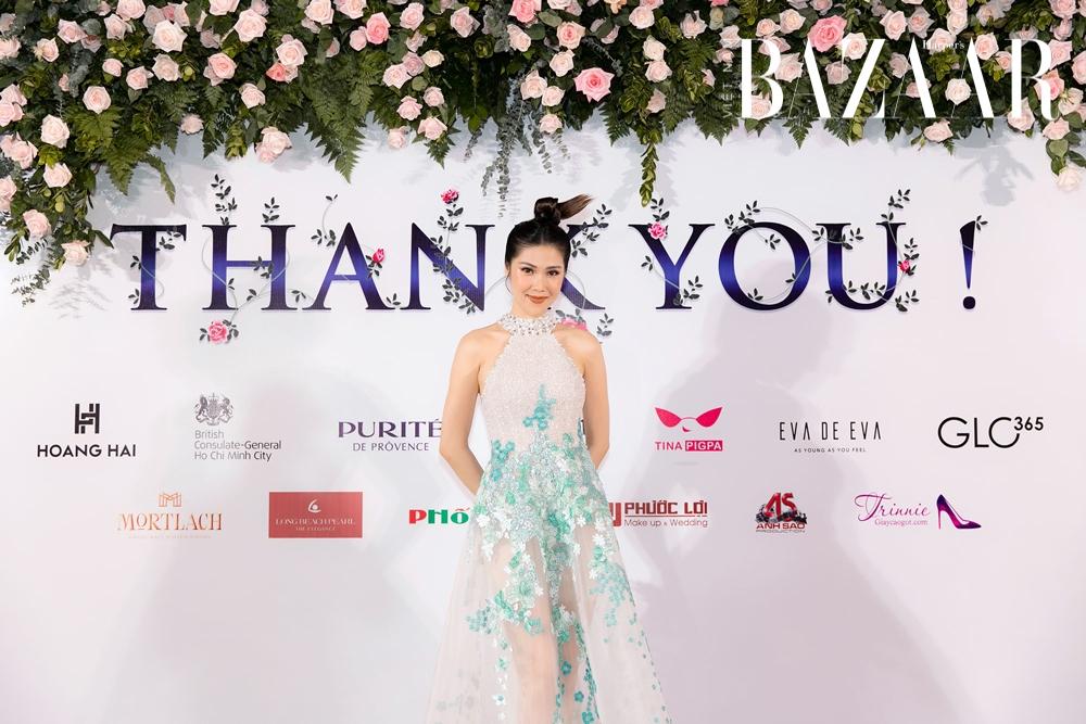 Siêu mẫu Thu Hằng làm MC cho show haute couture của Hoàng Hải.