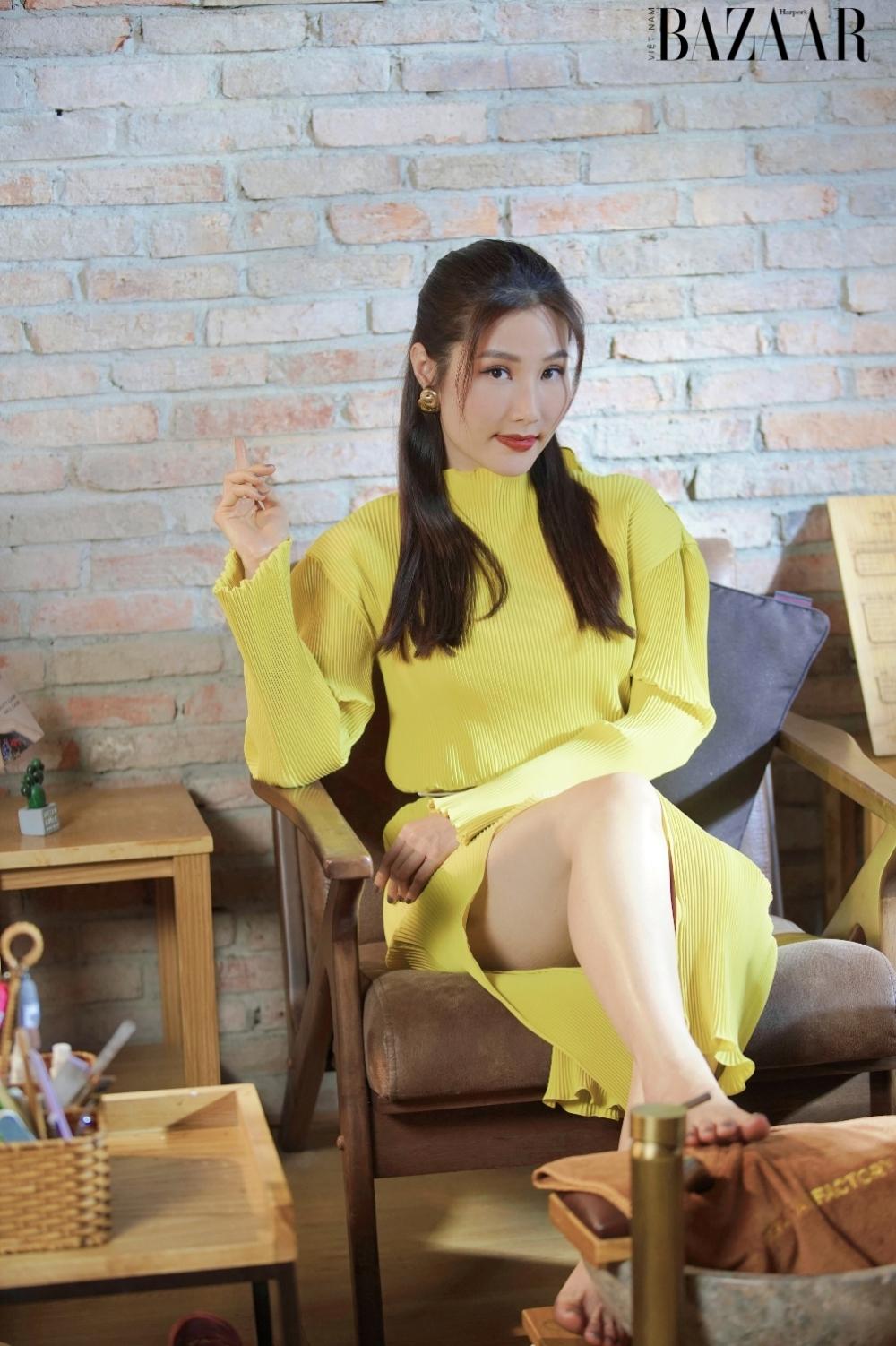 Diễm My 9X trong tạo hình vai Jessica Diễm - cô MC trong bộ phim 1990