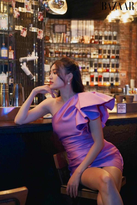 Ninh Dương Lan Ngọc diện váy tím trong bộ phim 1990