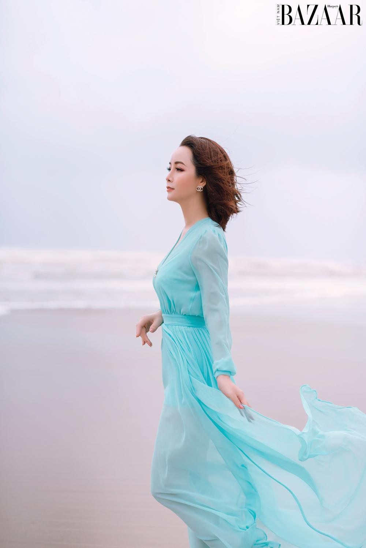Sau hơn 20 năm hoạt động nghệ thuật, Mai Thu Huyền thử sức ở vai trò mới toanh: đạo diễn.