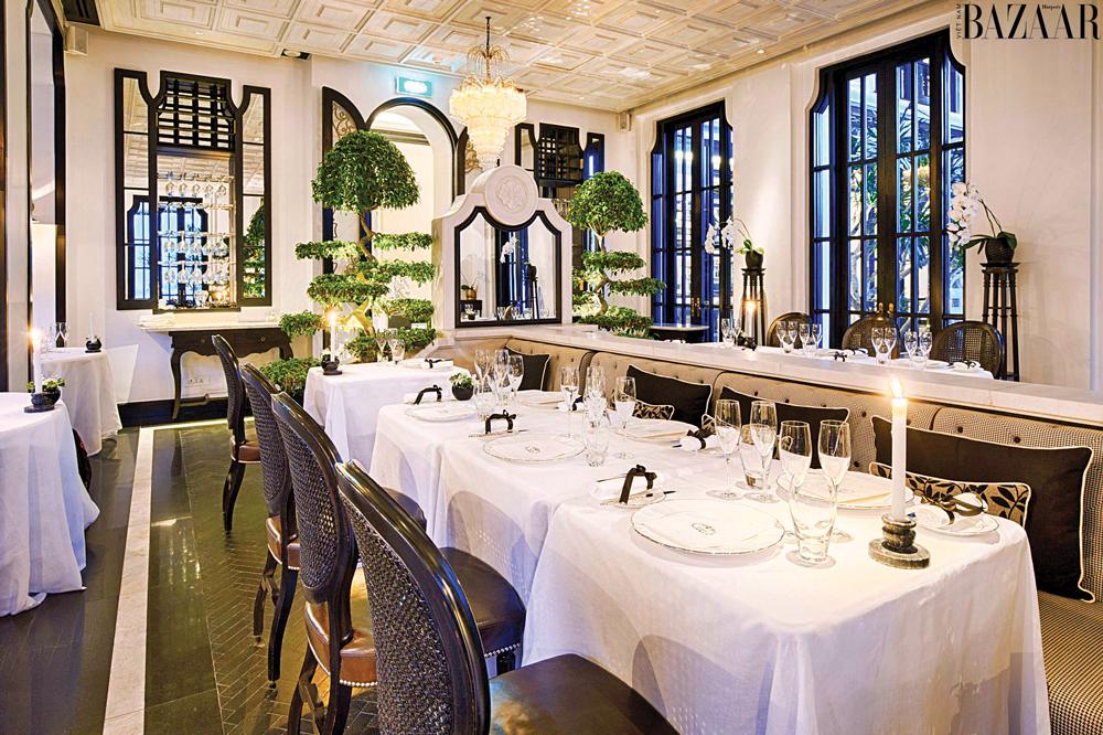 Nhà hàng với tông màu trắng làm chủ đạo
