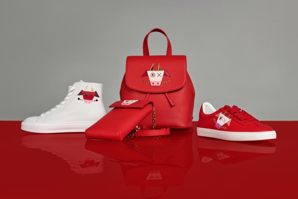 <em>Túi xách, giày sneaker và ví đựng điện thoại trong BST Capsules mừng Tết Tân Sửu của Stuart Weitzman. </em>