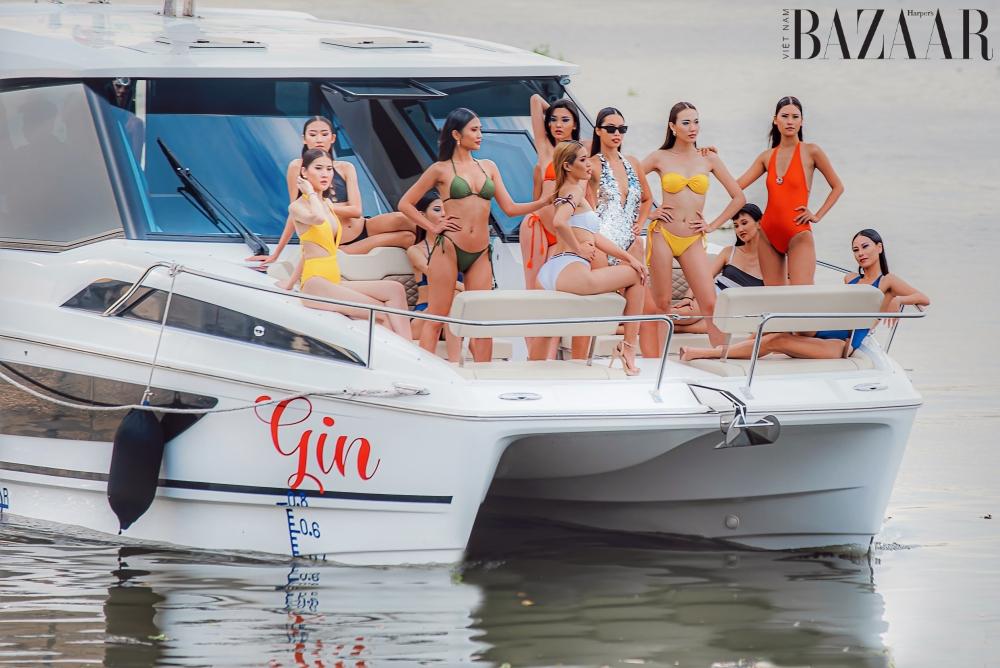 Siêu mẫu Hà Anh trình diễn áo tắm trên du thuyền 13 tỷ đồng