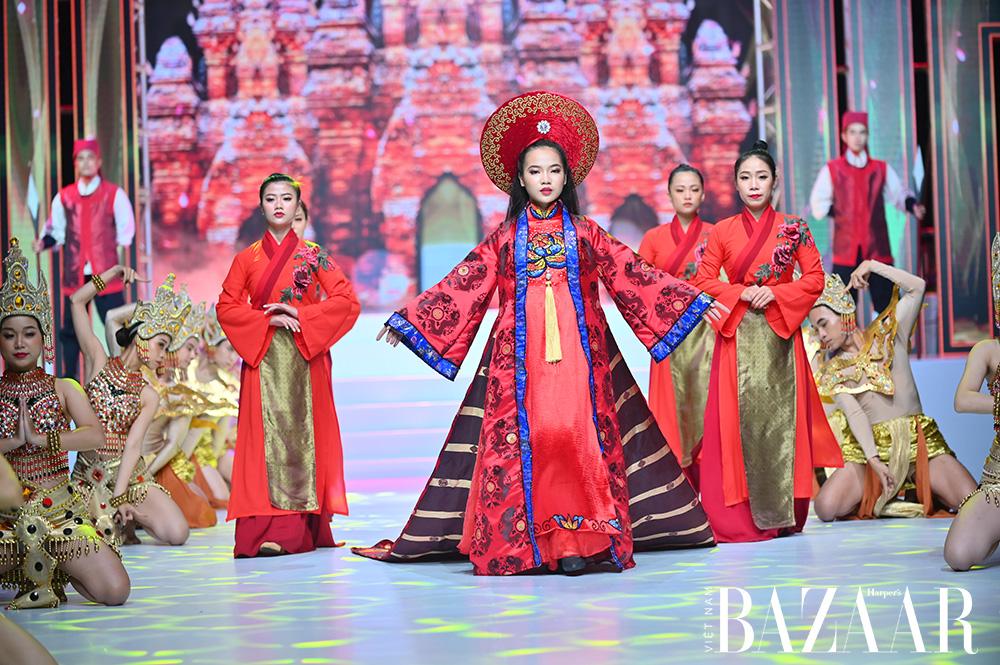 Bella Vũ Huyền Diệu hóa Trưng Trắc tại lễ hội áo dài Phương Lly 7