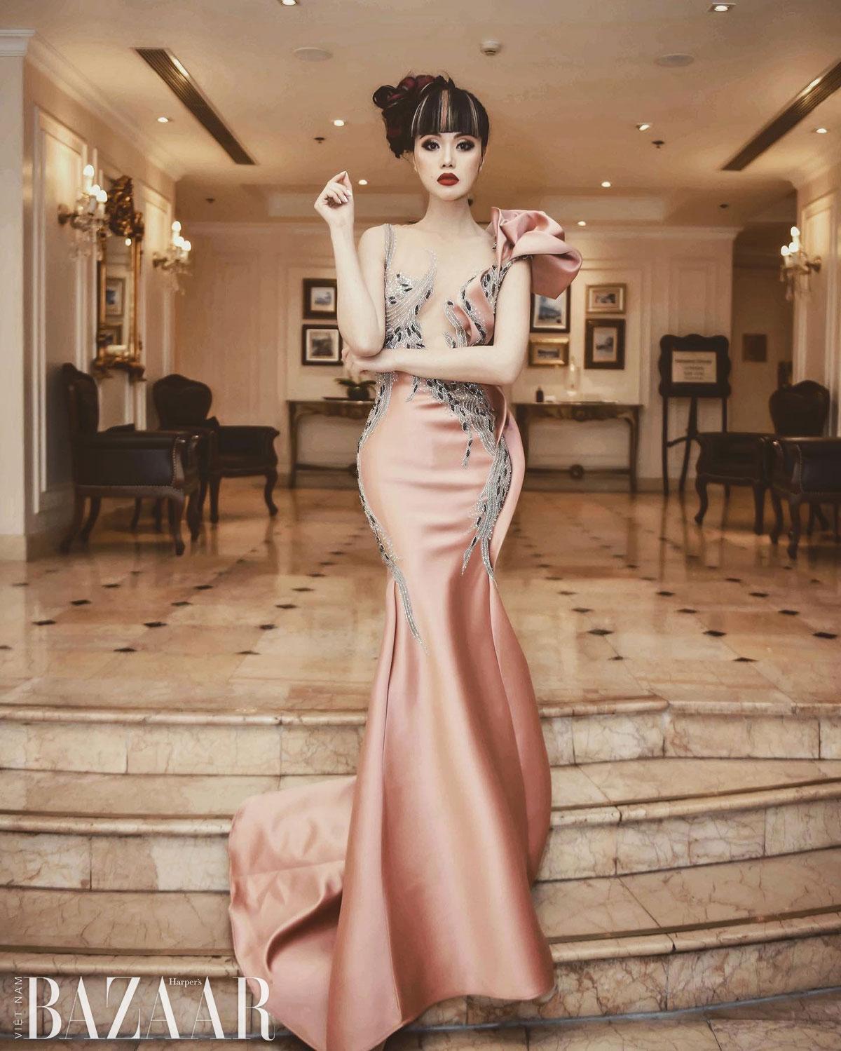 Jessica Minh Anh chơi nổi với mái tóc highlight bạc tại tiệc Harper's Bazaar 4