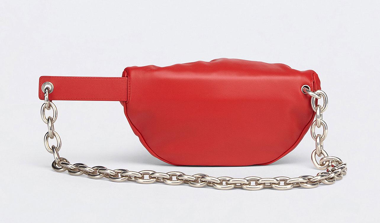The Belt Chain Pouch, biến tấu mới của The Pouch từ Bottega Veneta 2