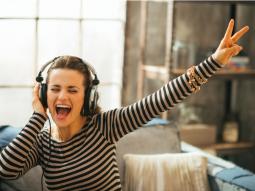 làm gì để giảm stress? nghe nhạc